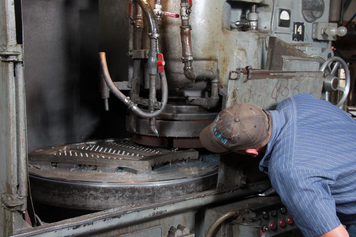 Titletown-mfg-metal-surface-grinding-in-Green-Bay